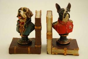 http://www.houseofhedda.com/sv/artiklar/bokstod-dog-heads_-2.html